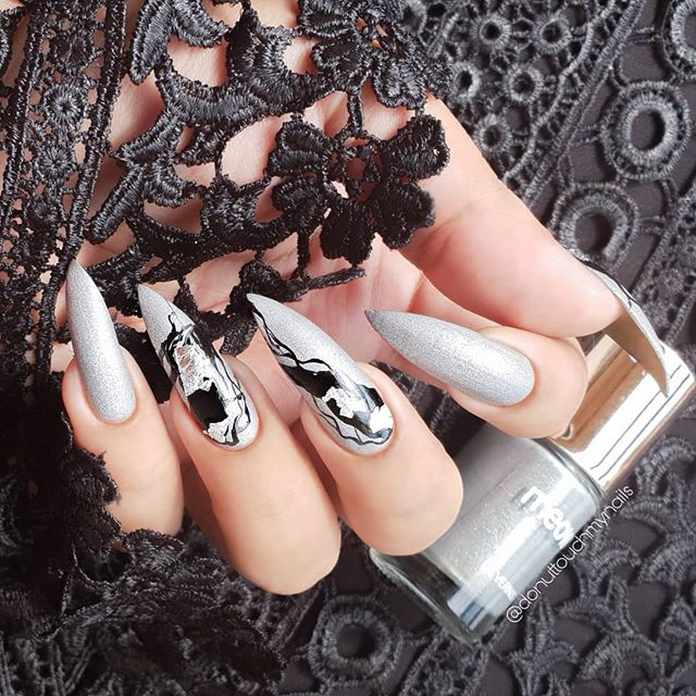 35 cool Designs for black and white Nails You Won't Resist nails;blacknails;stiletto nails;stripes;black and white nails;matte black nails