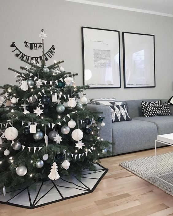 Traditional Christmas tree decorates your room 2020 Beautiful Christmas tree with lights and decorations, Christmas decorations ideas, Christmas tree design 2020